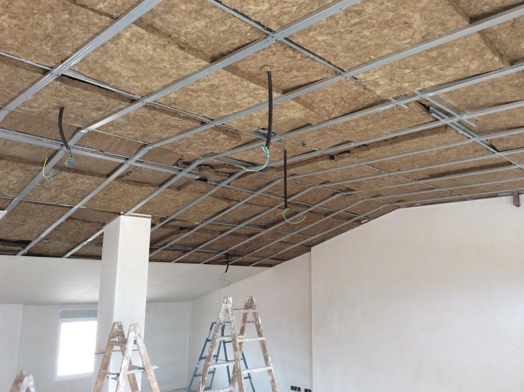 Falso techo pladur decoraciones llamas for Perfiles techo desmontable