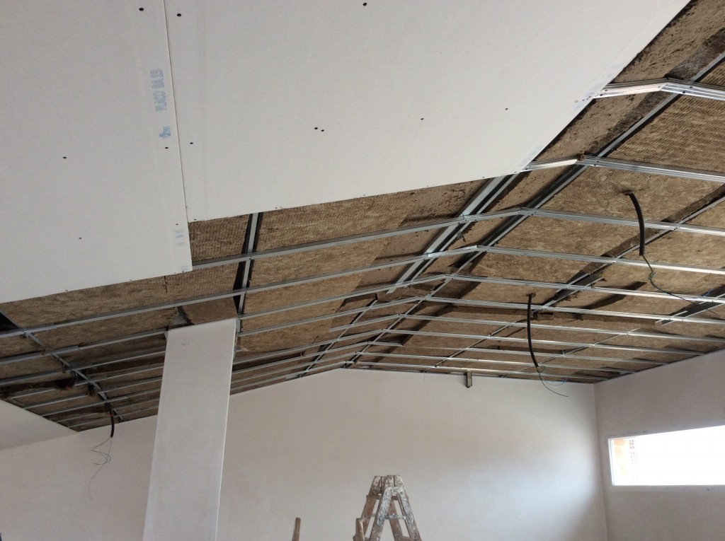 Falso techo pladur decoraciones llamas for Como poner chirok en el techo